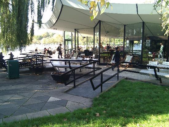Serpentine Bar U0026 Kitchen: Blick Auf Die Bar Und Den See