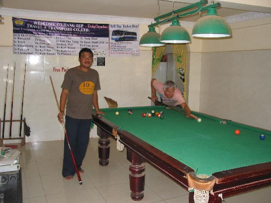 Number 10 Lodge Hotel : Pool Table & Activity Room