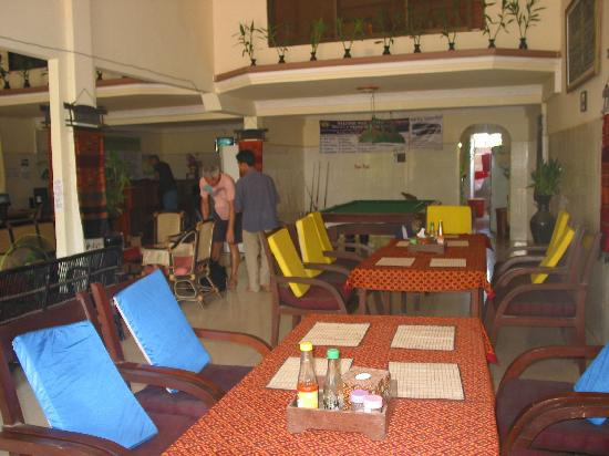 Number 10 Lodge Hotel : TV, Video, Internet & Reading Area