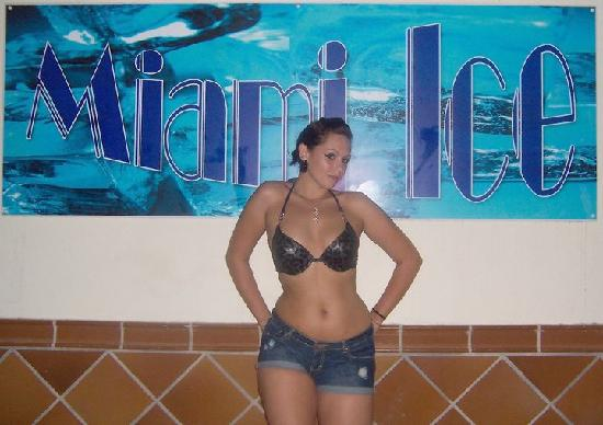 Miami Ice Bar: Alix Topless!