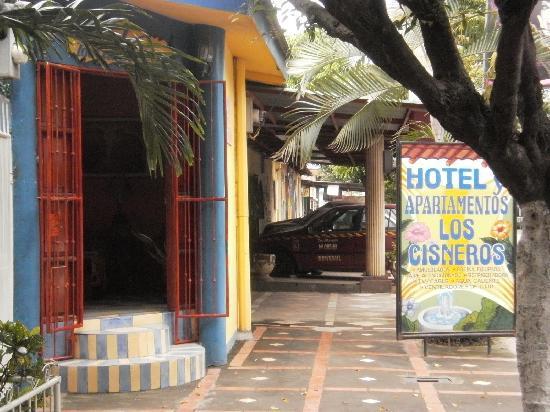 Hotel Los Cisneros: entrada hotel