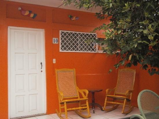 Hotel Los Cisneros: patio edificio anexo
