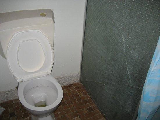 Bruce Rock Hotel: Toilet