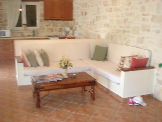 Rizolia Villas: Living room