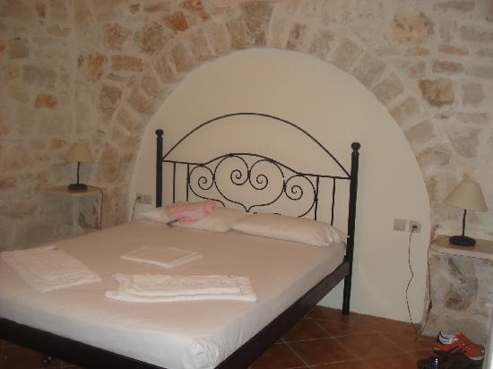 Rizolia Villas: Downstairs bedroom