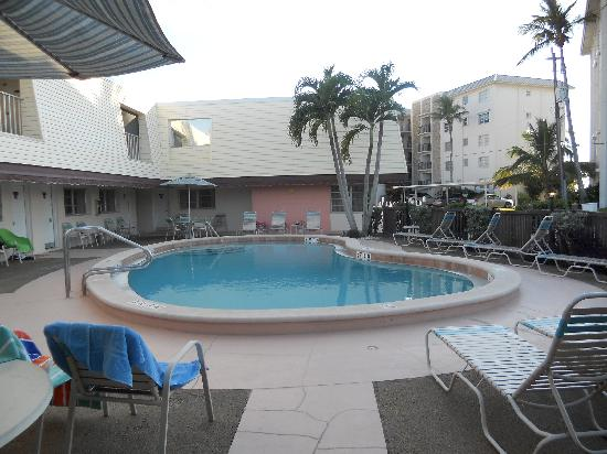 Beach Shell Inn: Nice clean pool