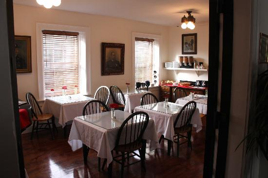 Jailhouse Inn: Breakfast Area