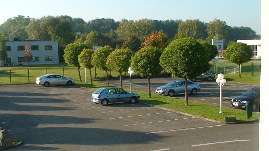 Le Roi Soleil - Strasbourg Mundolsheim: parking privé gratuit non gardé surveillé par caméras
