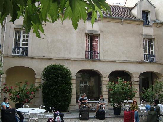 La terrasse bild von auberge de jeunesse mije fauconnier for Auberge de jeunesse la maison paris