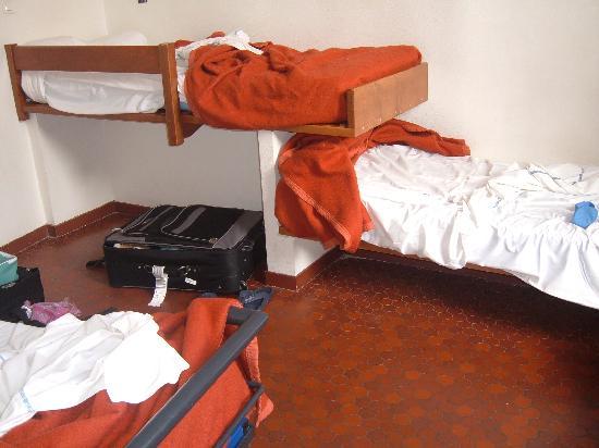 Auberge de Jeunesse MIJE  Fauconnier: Chambre 3 lits