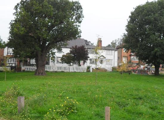 Gardeners Arms: View outside the pub