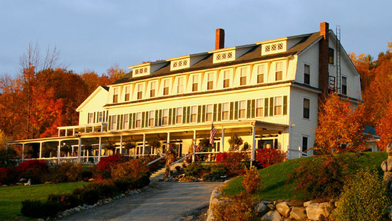 Bridgewater, NH: Inn in the fall