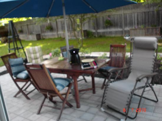The King George Bed & Breakfast: Relaxing on the Patio - Summer