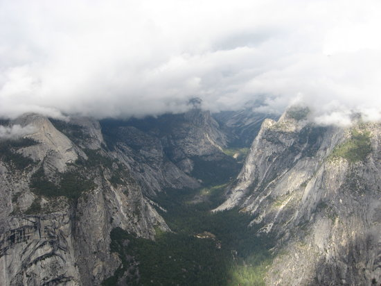 Discover Yosemite : View from Glacier Point Hiking Trail