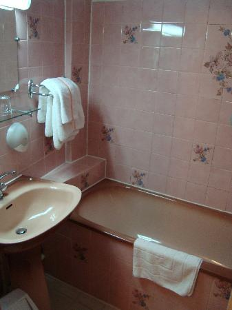 Hotel Bellevue et du Chariot d'Or: bathroom