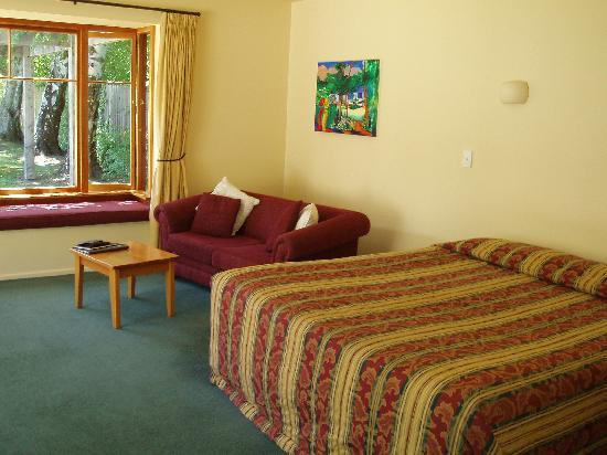 Harrogate Gardens Motel: King size bed