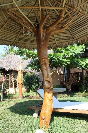 Hotel Le Zahir Lodge Nosy Be : dettagli di intarsio