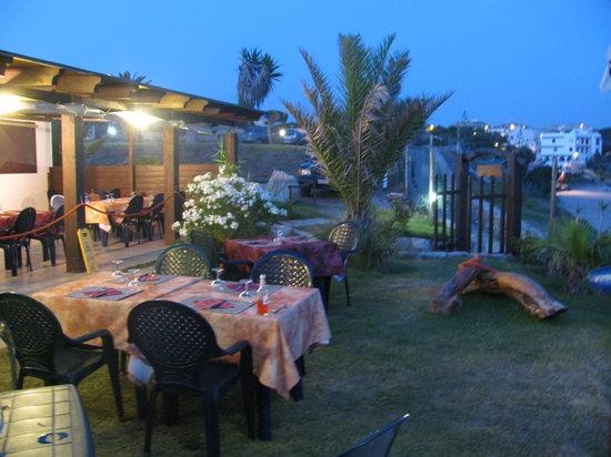 Portoscuso, Italia: sulla spiaggia nel sud ovest della Sardegna