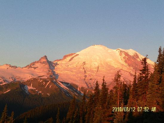 Mount Rainier : Sunrise on Mt. Rainier