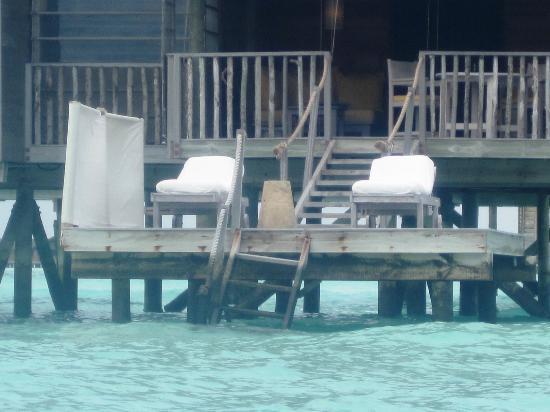 Gili Lankanfushi Maldives : escalera de otro bungalow