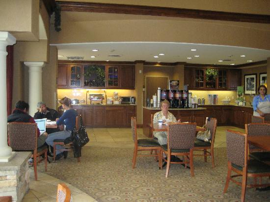 Hampton Inn & Suites Hemet : Breakfast