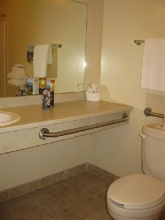 Ramada Bangor: Two Double Bed Unit - Bathroom