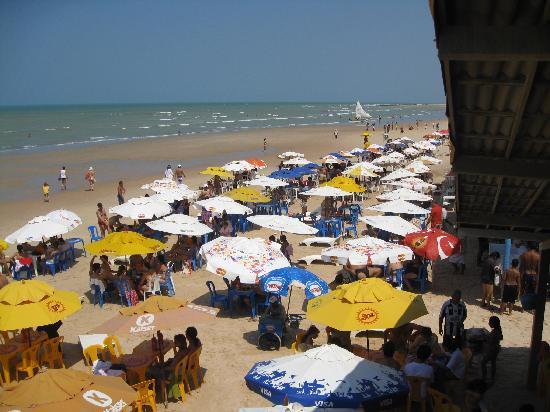 Praia de Canoa Quebrada : Jammed with tables from the 10 or so restaurants