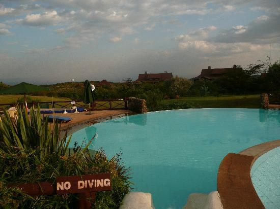 Piscine picture of great rift valley lodge golf resort for Piscine vallet