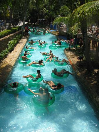 Taman Hiburan Beach Park: Lazy river absolutely crowded