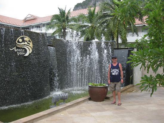 Ao Nang Beach Resort: The beachside entrance