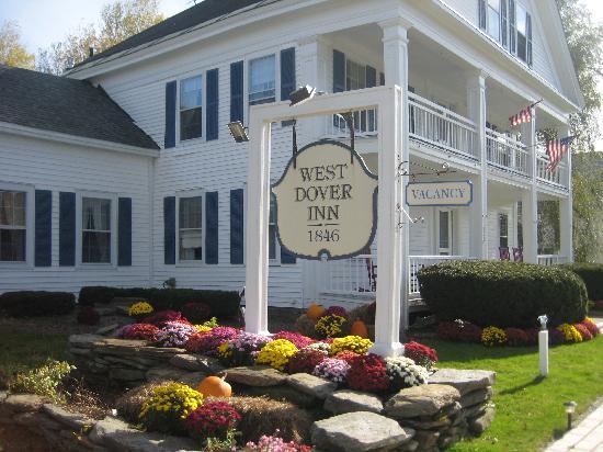 West Dover Inn: Inn and nice landscaping