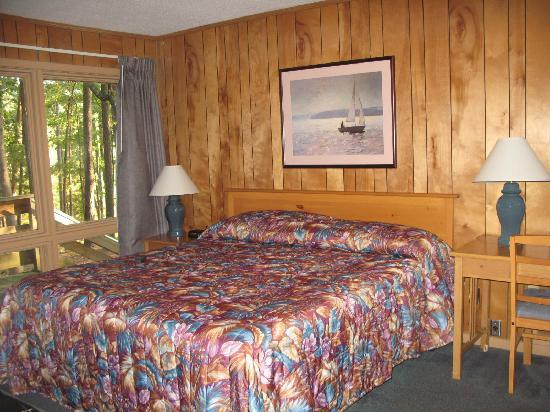 Lake Guntersville State Park Lodge: Master BR in lakeside cabin