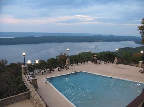 Guntersville, Αλαμπάμα: The pool at the lodge.