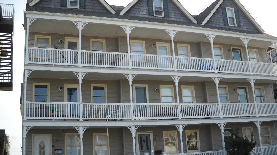 เจอร์ซีย์ ชอร์, นิวเจอร์ซีย์: Summer rentals/Ashbury Park