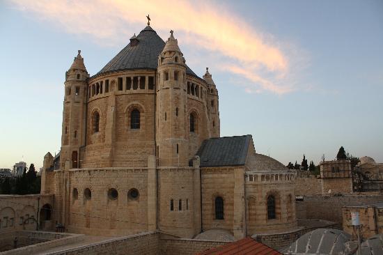 Eldan Hotel: Iglesia de la Dormición de María