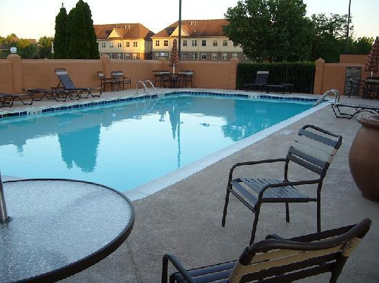Hyatt Place Louisville-East: Pool at LHS end of building
