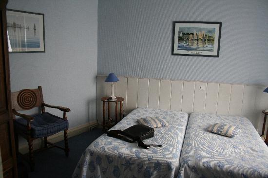 Hotel Julia : Das Zimmer - 1
