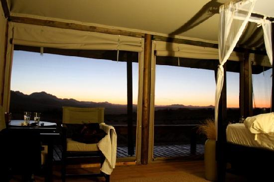 Wolwedans Dunes Lodge: room at sunrise