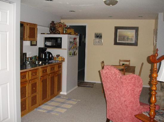 Garden View Cottage Bed & Breakfast: Well equipped kitchen