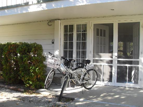 Colonial Inn: Our Bikes in Front of our Room