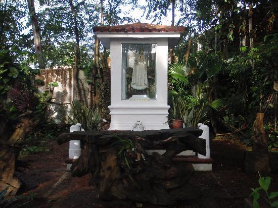 Sto. Rosario Church: outdoor altar