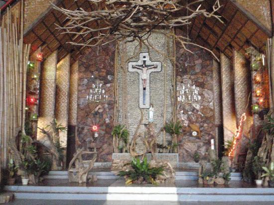 Sto. Rosario Church: altar