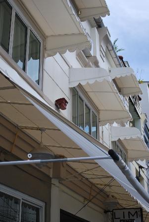 Limburi Hometel: The building