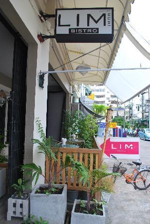 Limburi Hometel: Outside of the hotel