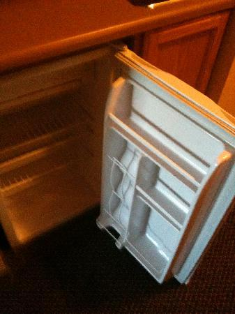 Holiday Inn Express & Suites Clinton: Clean Fridge!