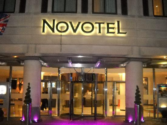 Novotel London Tower Bridge: Entrata dell'Hotel