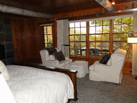 Twin Farms: master bedroom in Chalet Cottage