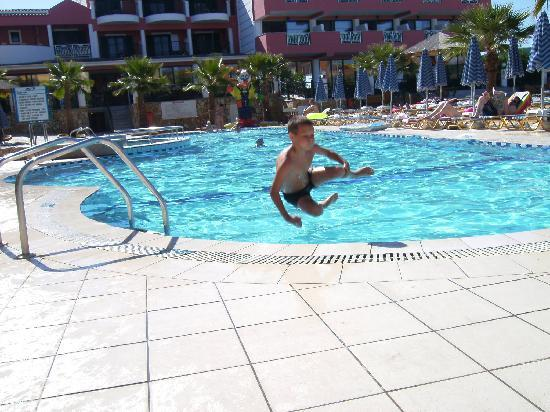 Carreta Beach Holiday Village: 1 of 7 swimming pools