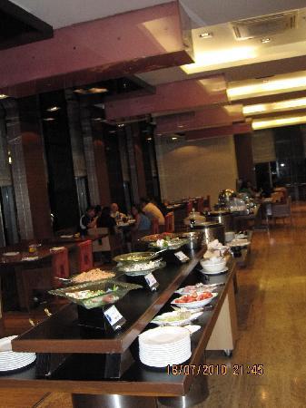 Fortune Select Dasve, Lavasa: 24 hrs. coffee shop (Zodiac restaurant)