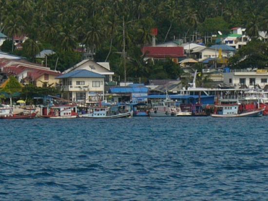 Sea Lodge: 船から見ると青い屋根がシーロッジです。